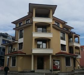 Сграда в кв. Аурелия Несебър